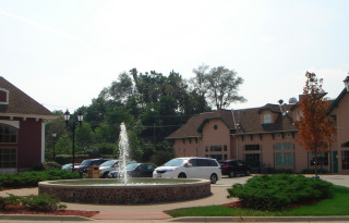 Long Grove Upscale Retail / Office Space For Lease in Prime Location