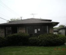 Single Family Home in Dolton