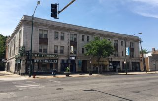 Edgewater Retail For Lease on Broadway
