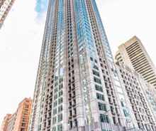 River North Studio Unit in Luxury Condo Building